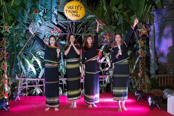 H'Hen Niê, Khánh Vân, Mâu Thuỷ, Lệ Hằng, Lê Thuý tổ chức vui tết trung thu cho trẻ em buôn làng ảnh 10