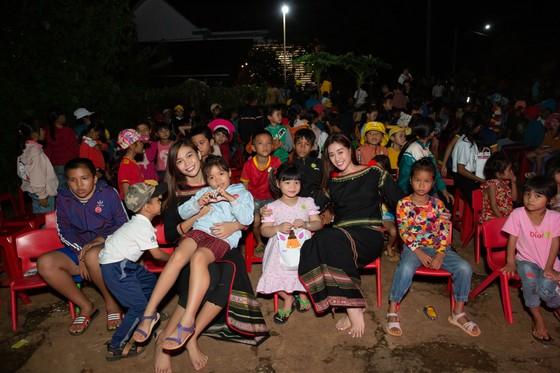 H'Hen Niê, Khánh Vân, Mâu Thuỷ, Lệ Hằng, Lê Thuý tổ chức vui tết trung thu cho trẻ em buôn làng ảnh 19