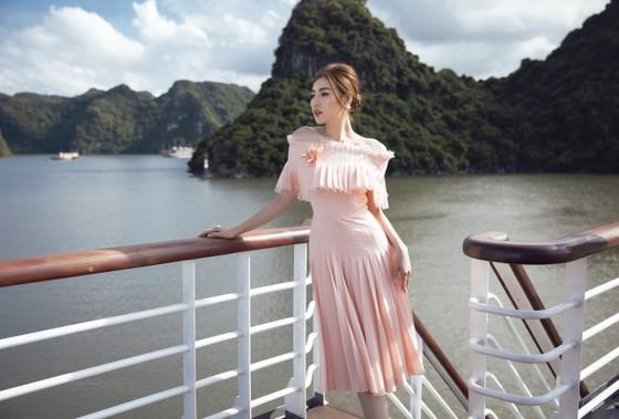 Á hậu Tú Anh tạo dáng giữa biển trời Hạ Long trong thiết kế mùa hè của Lê Thanh Hoà  ảnh 18