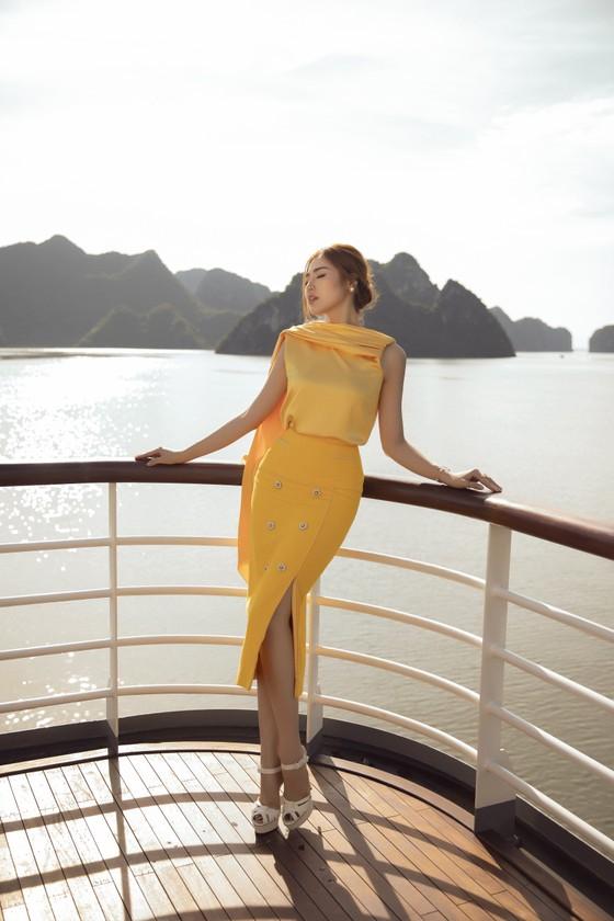 Á hậu Tú Anh tạo dáng giữa biển trời Hạ Long trong thiết kế mùa hè của Lê Thanh Hoà  ảnh 19
