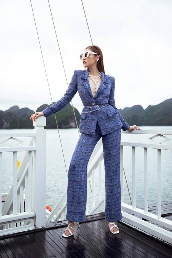Á hậu Tú Anh tạo dáng giữa biển trời Hạ Long trong thiết kế mùa hè của Lê Thanh Hoà  ảnh 10