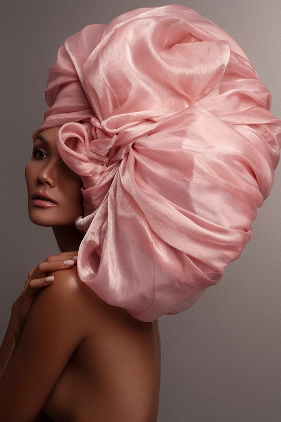 H'Hen Niê kiêu sa, ấn tượng với những chiếc mũ quấn vải ảnh 12