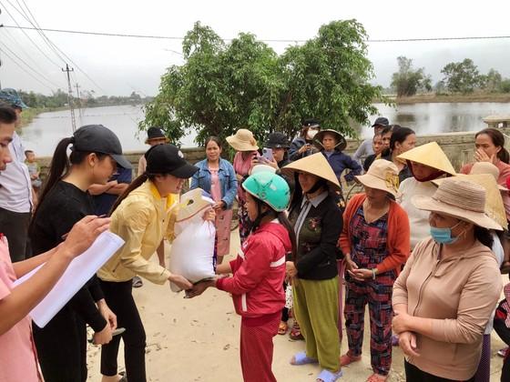 Hoa hậu Hoàn vũ Việt Nam trao yêu thương với những hoạt động hỗ trợ cộng đồng ảnh 4
