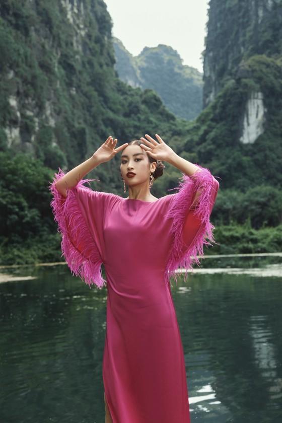 Lê Thanh Hòa giới thiệu bộ sưu tập thời trang mới kết hợp cùng Hoa hậu Đỗ Mỹ Linh  ảnh 1