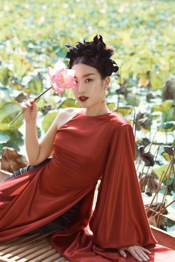 Lê Thanh Hòa giới thiệu bộ sưu tập thời trang mới kết hợp cùng Hoa hậu Đỗ Mỹ Linh  ảnh 6