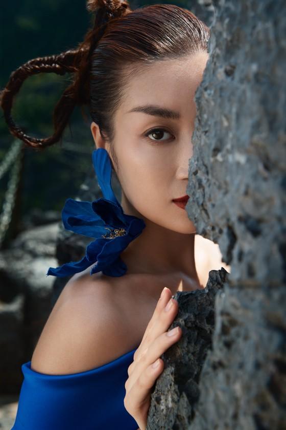 Lê Thanh Hòa giới thiệu bộ sưu tập thời trang mới kết hợp cùng Hoa hậu Đỗ Mỹ Linh  ảnh 9