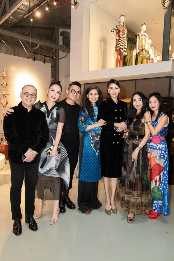 Nhiều nghệ sĩ xuất hiện tại triển lãm Mộng bình thường của Thủy Nguyễn ảnh 1