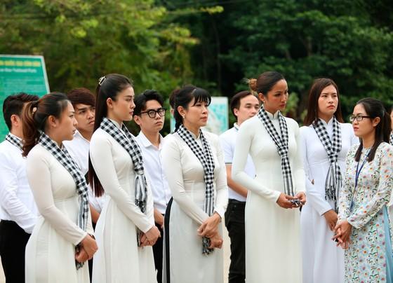 Hoa hậu H'Hen Niê gửi gắm thông điệp yêu nước đến giới trẻ  ảnh 2