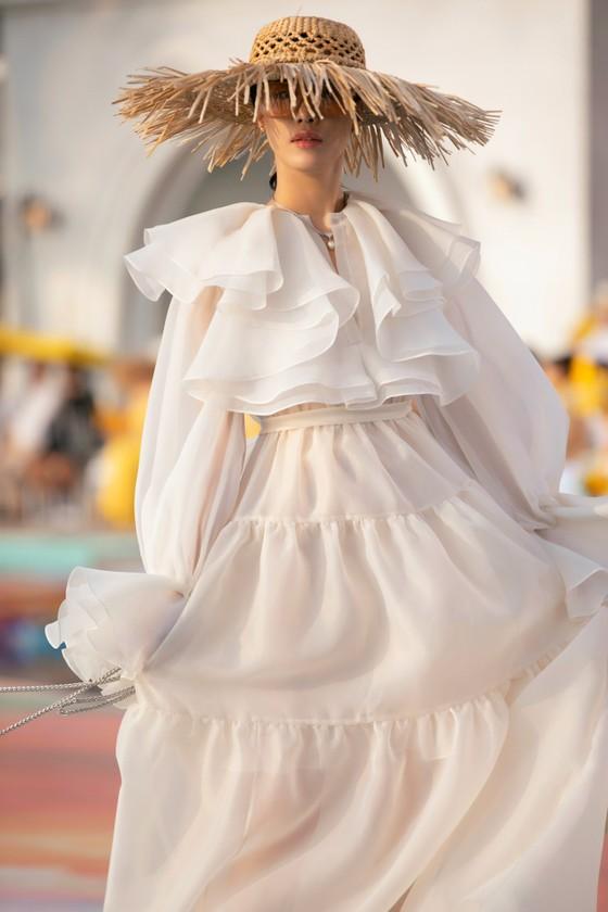 NTK Lê Thanh Hòa ra mắt BST thời trang mới 'Like The Sunshine' ảnh 8