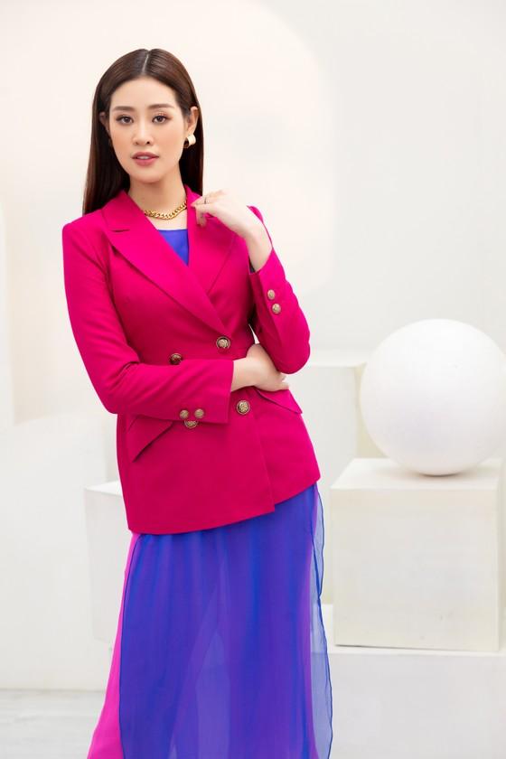 Hoa hậu Khánh Vân biến hóa với ba phong cách thời trang khác nhau  ảnh 3