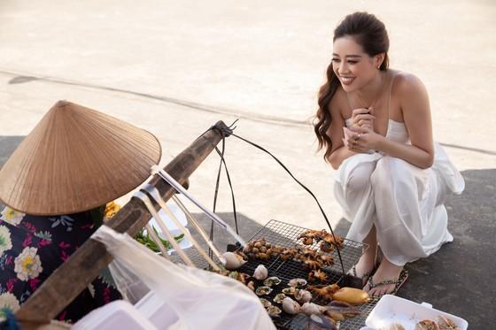 Hoa hậu Khánh Vân khám phá văn hóa, con người và cảnh đẹp Việt Nam ảnh 9