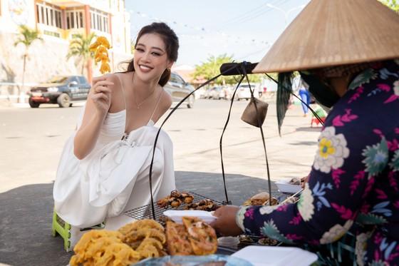 Hoa hậu Khánh Vân khám phá văn hóa, con người và cảnh đẹp Việt Nam ảnh 10
