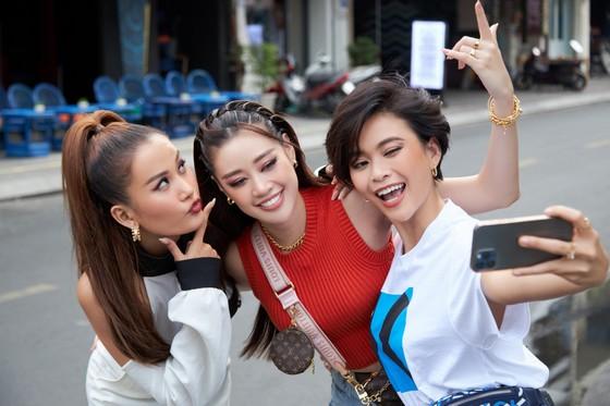 Hoa hậu Khánh Vân khám phá văn hóa, con người và cảnh đẹp Việt Nam ảnh 6