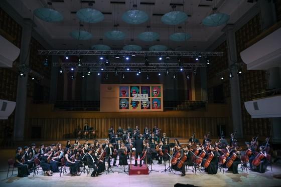 Hơn 100 nghệ sĩ giao hưởng cùng trình diễn tại buổi hòa nhạc The Great German Three B's ảnh 5