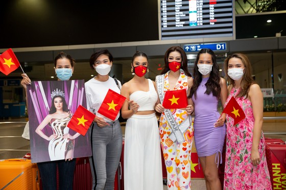 Hoa hậu Khánh Vân chính thức lên đường sang Mỹ chinh phục Miss Universe ảnh 6