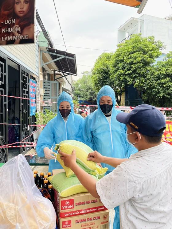 Hoa hậu Khánh Vân ủng hộ 300 phần quà cho người có hoàn cảnh khó khăn ảnh 2
