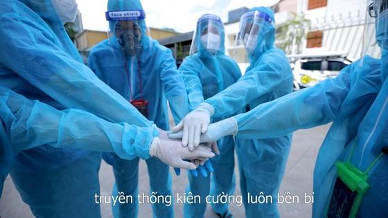 """Đội khử khuẩn di động phản ứng nhanh thực hiện ca khúc """"Giận Cô vi"""" cổ vũ tinh thần chống dịch ảnh 8"""
