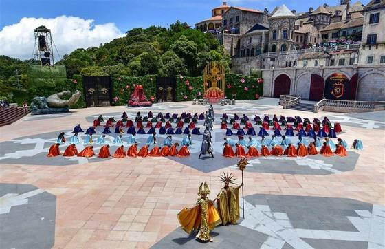 """Từ """"Vũ hội Ánh Dương"""", ngẫm về du lịch lễ hội tại Việt Nam ảnh 5"""