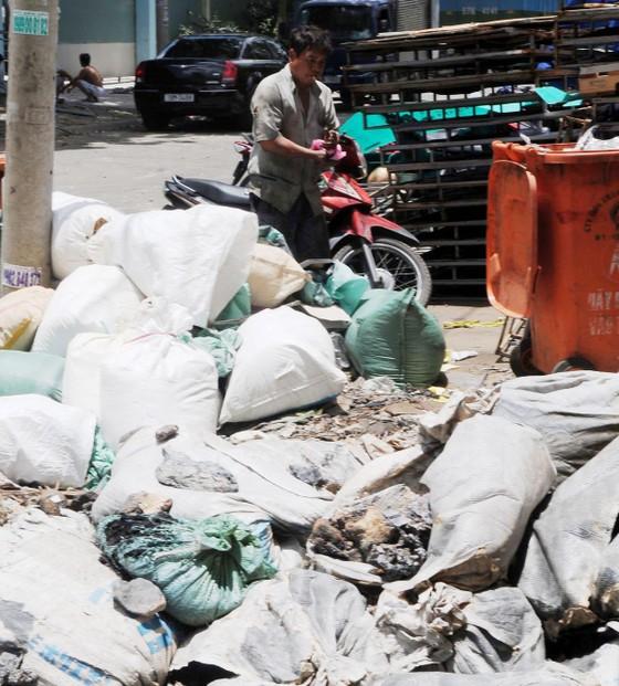 Thắt chặt nguồn thải và xử lý chất thải công nghiệp ảnh 1