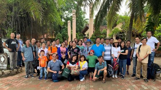 HDTC tổ chức chương trình viếng thăm nghĩa trang Liệt sĩ và hỗ trợ ngư dân vươn khơi bám biển tại huyện Cần Giờ ảnh 5