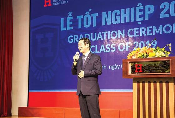 ĐHQT Hồng Bàng tổ chức lễ tốt nghiệp đại học và trao bằng tiến sĩ khóa đầu tiên ảnh 1