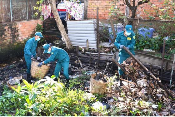 Buộc người xả rác khắc phục hậu quả ảnh 1