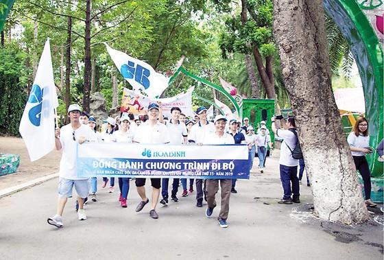 Hòa Bình tham gia đi bộ vì nạn nhân chất độc da cam ảnh 1