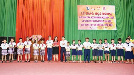 Công ty Vedan Việt Nam tiếp tục đồng hành cùng Hội Khuyến học các địa phương thuộc tỉnh Đồng Nai trong năm học 2019-2020 ảnh 1