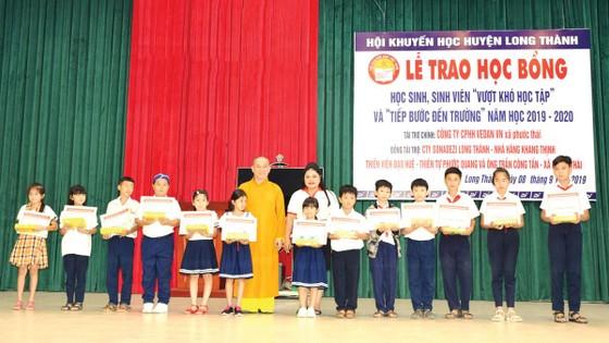 Công ty Vedan Việt Nam trao học bổng cho học sinh, sinh viên vượt khó huyện Long Thành tỉnh Đồng Nai ảnh 1