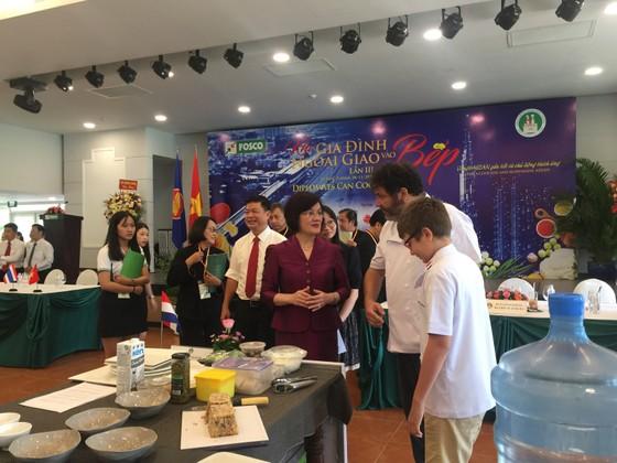 Khi gia đình ngoại giao vào bếp lần thứ III năm 2020 ảnh 2