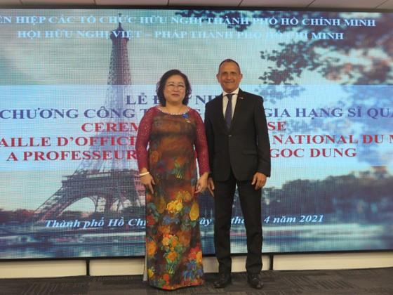 Trao huân chương Sĩ quan Công trạng quốc gia Pháp tặng Chủ tịch Hội hữu nghị Việt - Pháp TPHCM ảnh 2