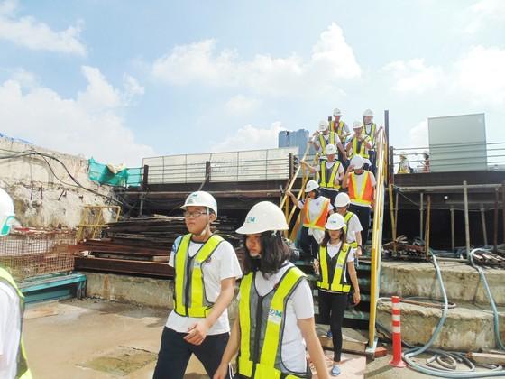 Học sinh hào hứng tham quan dự án ga tàu điện ngầm Metro ảnh 2