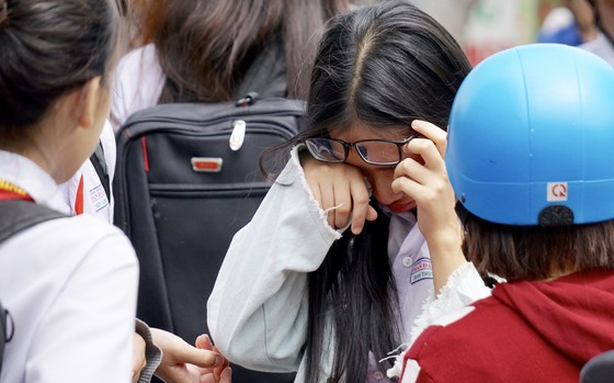 Tuyển sinh lớp 10: Đề môn Toán khó, nhiều thí sinh bật khóc ảnh 5