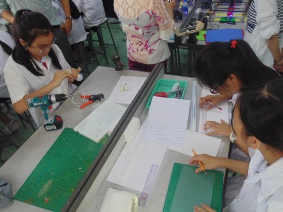 Học sinh trường Lê Quý Đôn hào hứng trải nghiệm cùng tiết học STEAM ảnh 6
