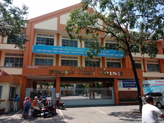 Vụ đánh, véo tai học sinh lớp 2 tại quận Tân Phú: Giáo viên xuất hiện trong clip nói gì? ảnh 2