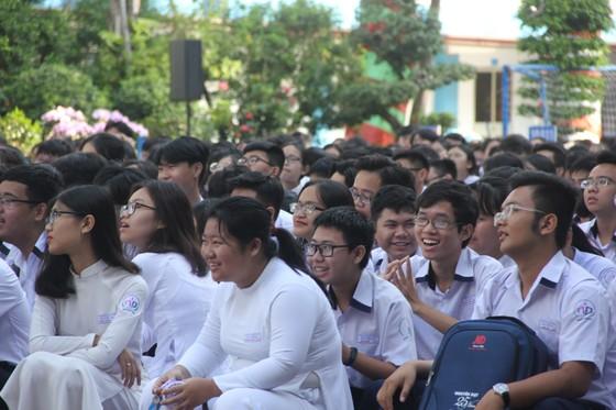 Gần 1.500 học sinh học cách ứng xử thông minh trên mạng xã hội ảnh 1