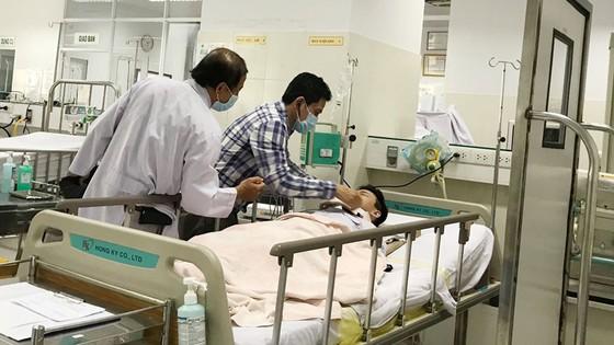 Cây phượng trong sân trường bật gốc, 13 học sinh nhập viện, 1 học sinh đã tử vong ảnh 3
