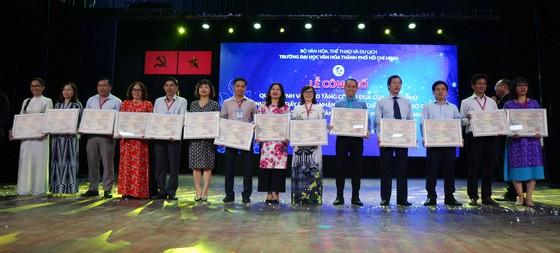 Trường Đại học Văn hóa TPHCM nhận cờ thi đua của Chính phủ và chứng nhận kiểm định chất lượng giáo dục ảnh 3