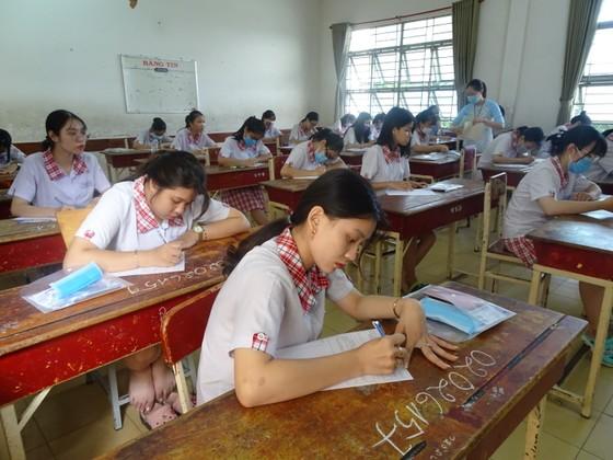 TPHCM: Thí sinh thoải mái bước vào môn thi đầu tiên của kỳ thi tốt nghiệp THPT năm 2020 ảnh 6