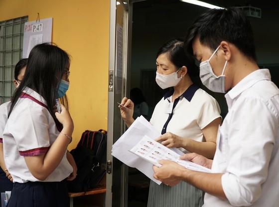 TPHCM: Thí sinh thoải mái bước vào môn thi đầu tiên của kỳ thi tốt nghiệp THPT năm 2020 ảnh 7