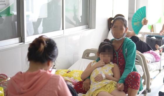 Quận 2: Hơn 20 học sinh tiểu học nhập viện nghi do ngộ độc thức ăn tại trường ảnh 1