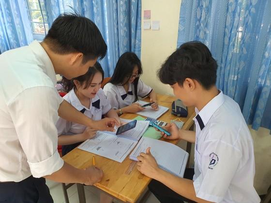 Quy định cho phép học sinh sử dụng điện thoại di động cần được hiểu thế nào cho đúng? ảnh 2