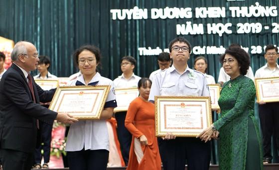 TPHCM tuyên dương gần 1.000 học sinh giỏi năm học 2019-2020 ảnh 5