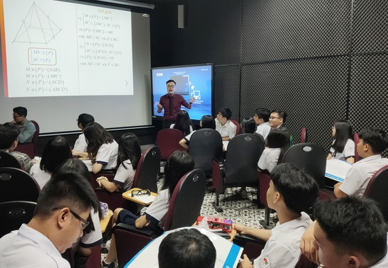 Trường học đầu tiên đưa ứng dụng 3D vào dạy môn Toán ảnh 2