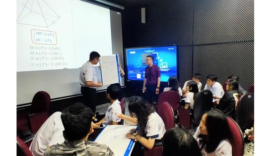Trường học đầu tiên đưa ứng dụng 3D vào dạy môn Toán ảnh 1