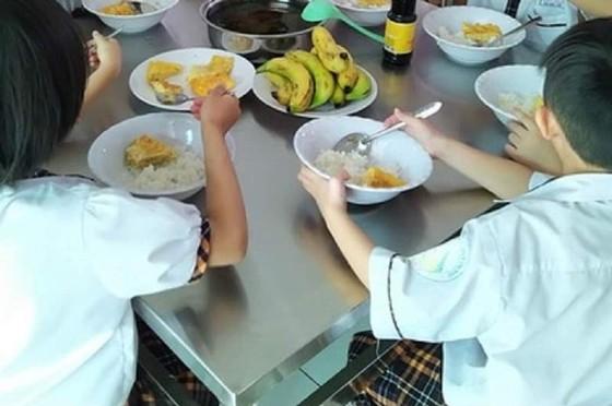 Xử lý dứt điểm vụ bữa ăn bán trú tại Trường Tiểu học Trần Thị Bưởi ngay trong tuần này ảnh 1