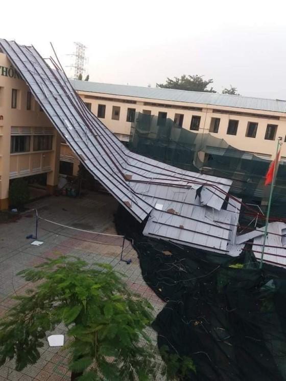 Phó Chủ tịch UBND TPHCM Võ Văn Hoan chỉ đạo khẩn trương khắc phục sự cố tại Trường THPT Bình Phú ảnh 1