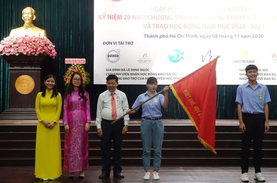 TPHCM tổ chức kỷ niệm 20 năm trao học bổng cho sinh viên nghèo vượt khó  ảnh 1