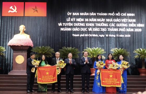 TPHCM tuyên dương, khen thưởng hơn 200 tập thể và cá nhân vì sự nghiệp giáo dục ảnh 3