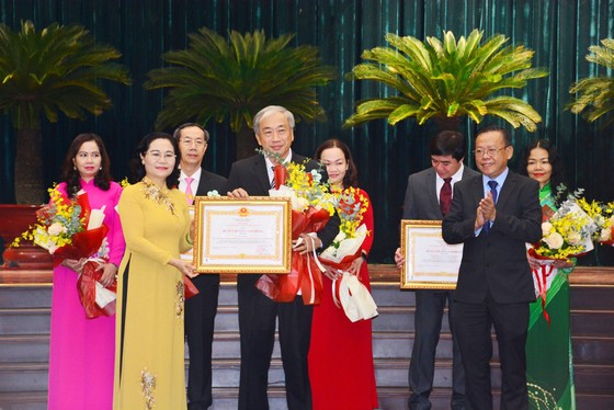 TPHCM tuyên dương, khen thưởng hơn 200 tập thể và cá nhân vì sự nghiệp giáo dục ảnh 2